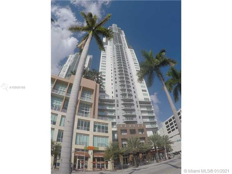 Remodeled stunning 2/2 apartment in the heart of the beautiful bayside, Downtown Miami. With a Gourm