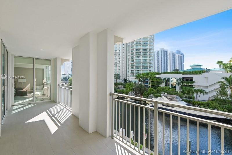 Beautiful 3 bed & 2 bath unit (3rd bed is converted Den). Professionally decorated and furnished. 1