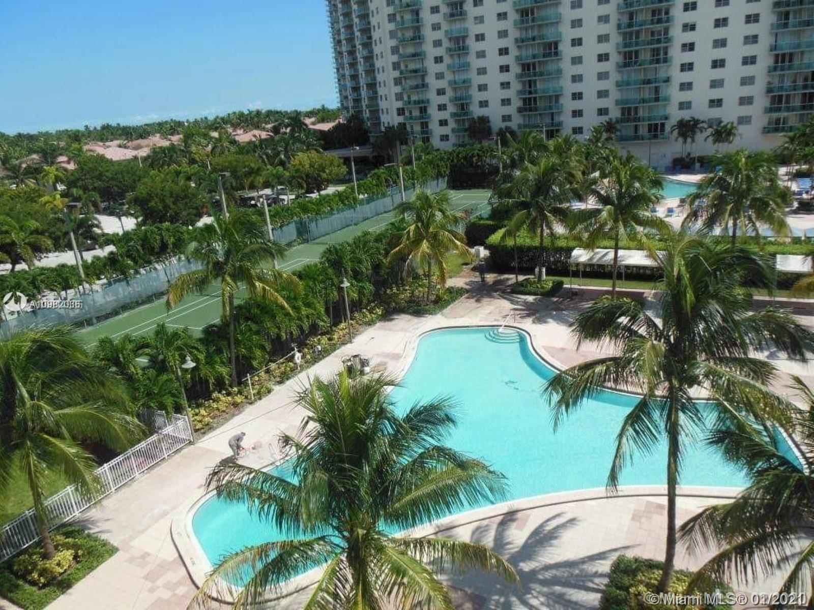 WELCOME HOME! AMAZING WALK TO OECAN LOCATION IN FAMOUSE SUNNY ISLES BEACH. BEST MIAMI LIFESTYLE, FIN