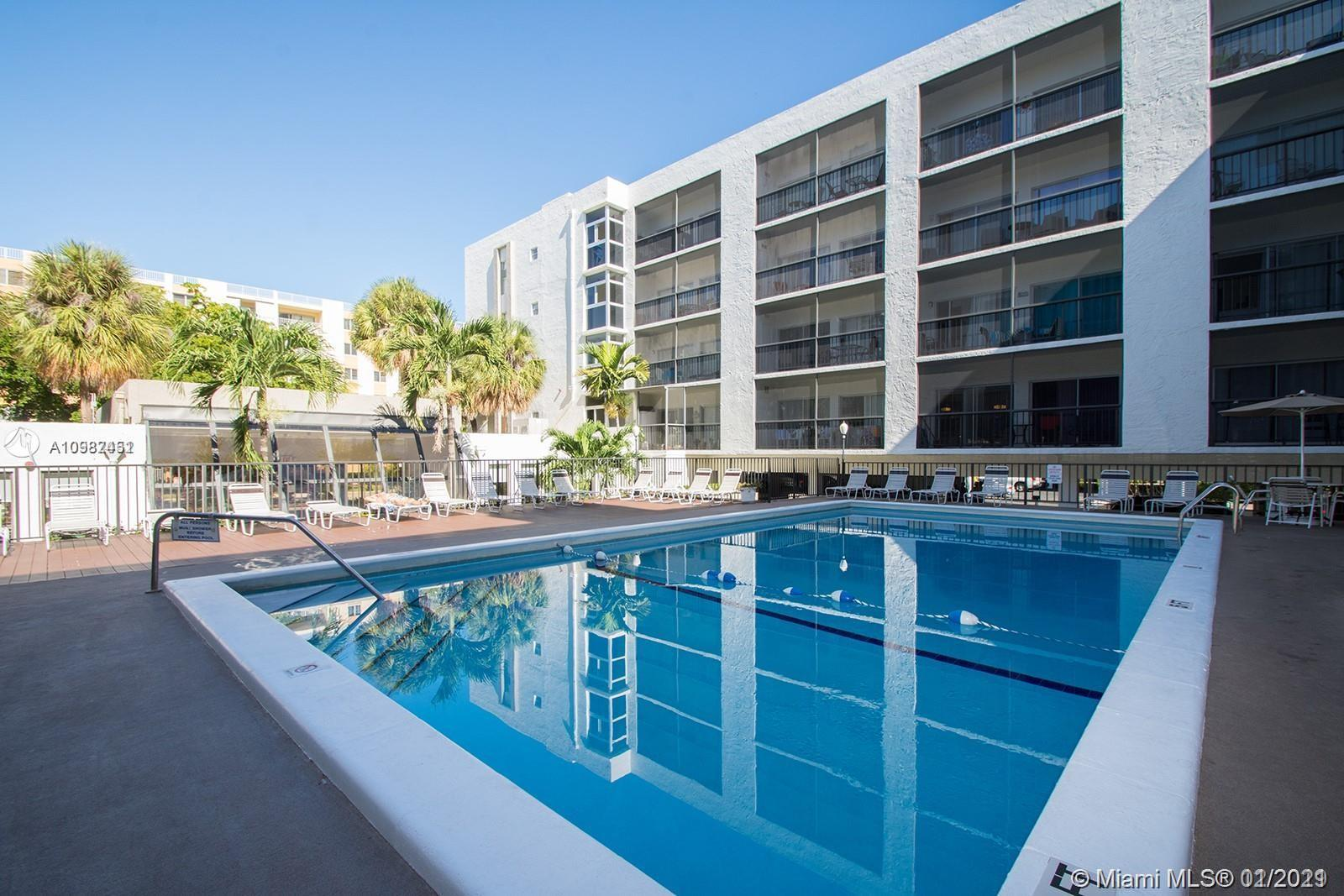 In the heart of Sunny Isles, unit with double balcony on the pool. Nice apartment in good condition.