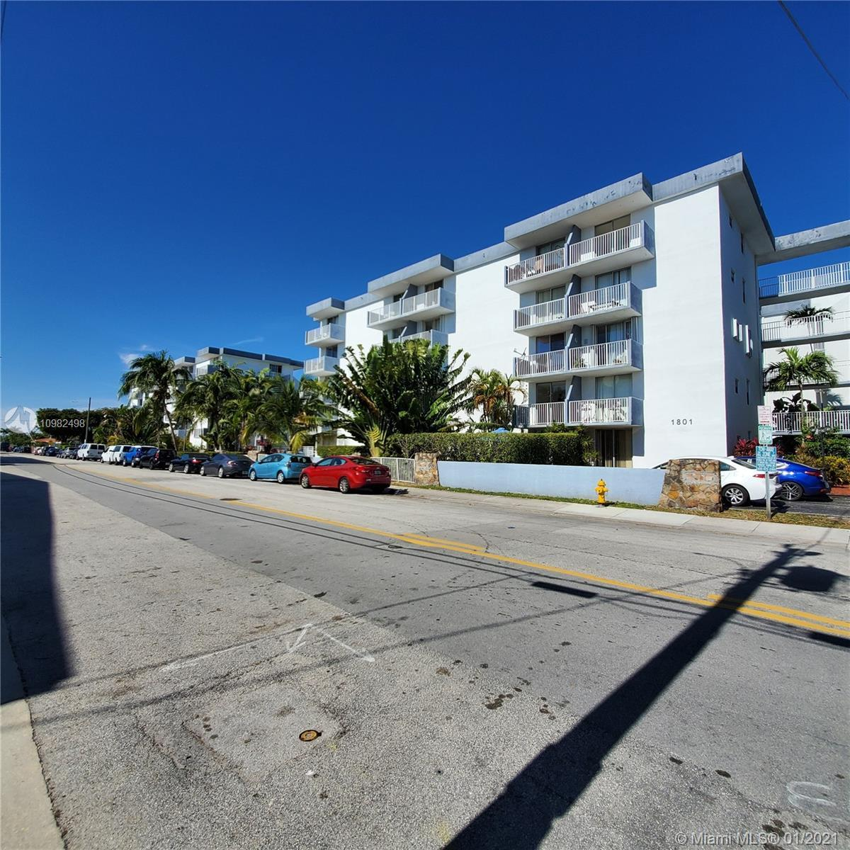 Great Spacious one bedroom unit in North Bay Village . excellent location just minutes away from th