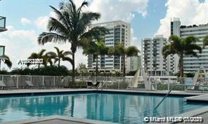 2/3 PLUS DEN WITH TWO GARAGE SPACE LOCATED IN LUXURY AND CONTEMPORARY BUILDING WITH A LOT OF PLUS(SE