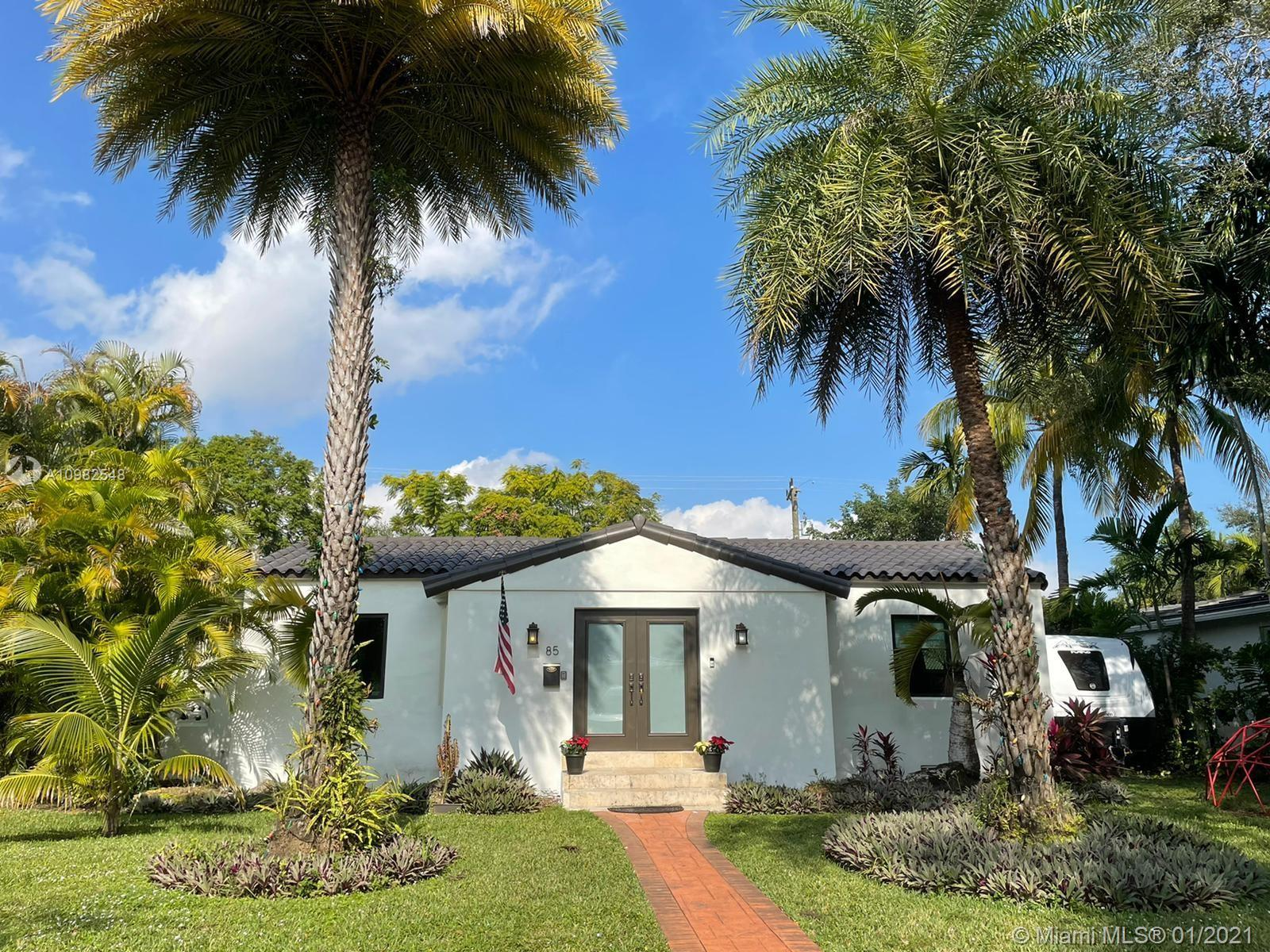 Location! Great opportunity in the highly desirable city of Miami Shores! Enjoy this 2 bed and 1 bat