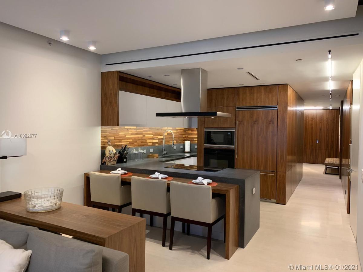 Don't miss the opportunity to own in the best location of Miami, split 2 bedrooms, 2.5 bathrooms. Re