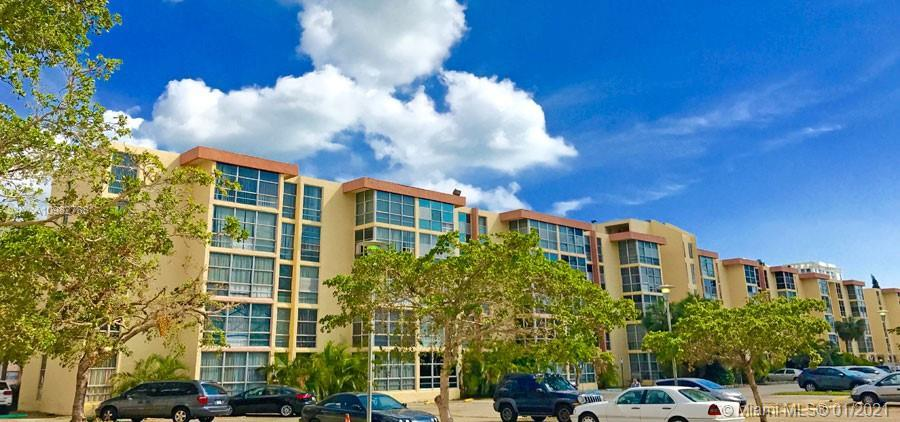 LOCATION, LOCATION, LOCATION.THE HEART OF SUNNY ISLES. 1 BEDROOM,1.5 BATHS PLUS DEN THAT CAN CONVER