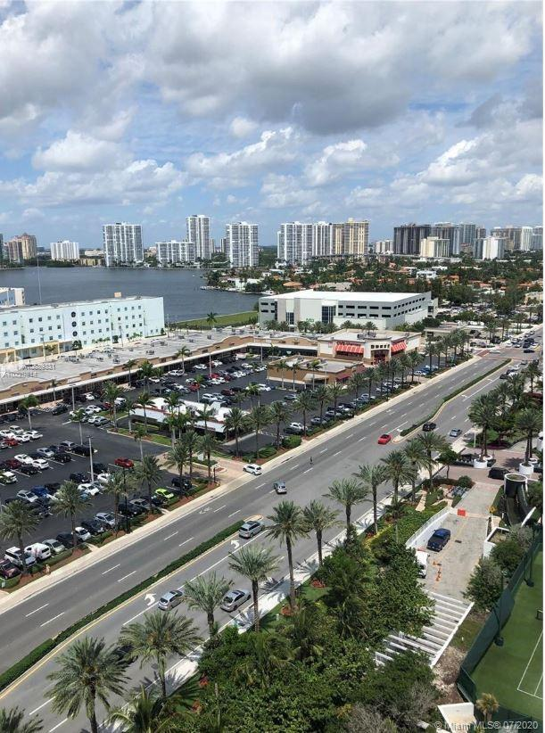 Studio in Condo-hotel, beautiful views,  handicap ready,  1 King, dining table, kitchenette, fully f