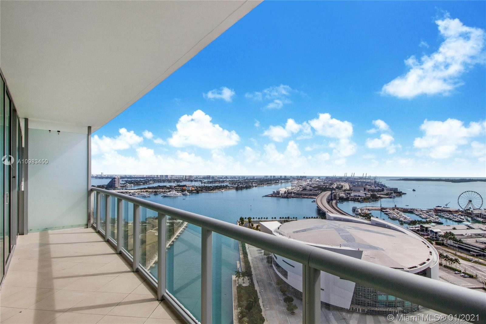 """BEST PRICED """"05"""" LINE IN THE BUILDUING. PERFECT COMBINATION OF BAY AND CITY VIEWS. SPACIOUS 2 BD / 2"""