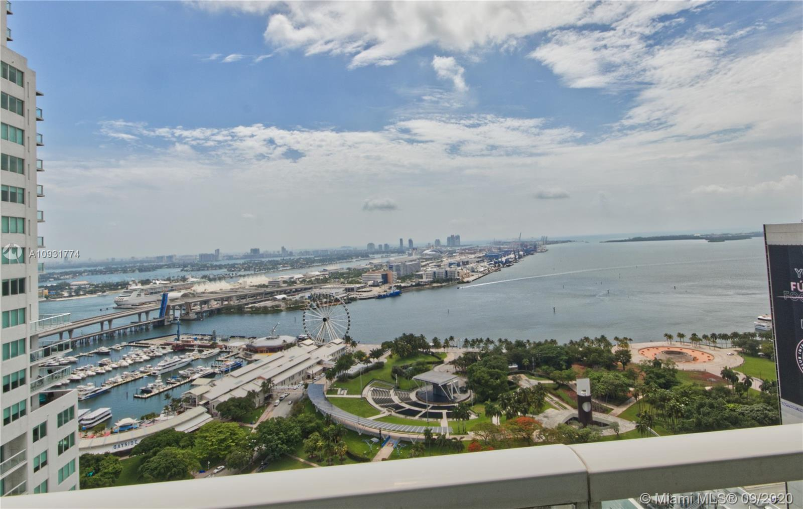 Gorgeous water views overlooking Biscayne Bay from this east facing 33rd floor condo. The unit is a