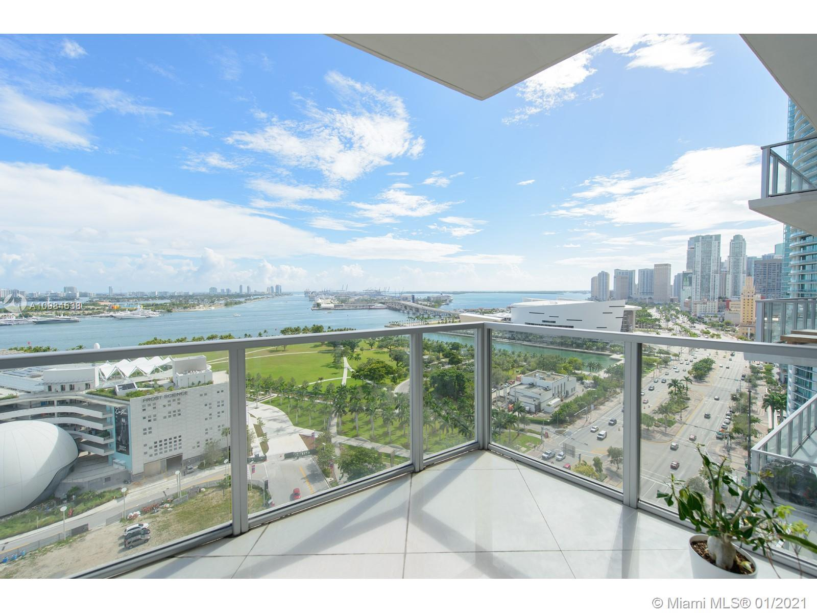 Uncompromised view of Biscayne Bay and Downtown Miami from this large 3 bedroom / 3.5 bathroom home