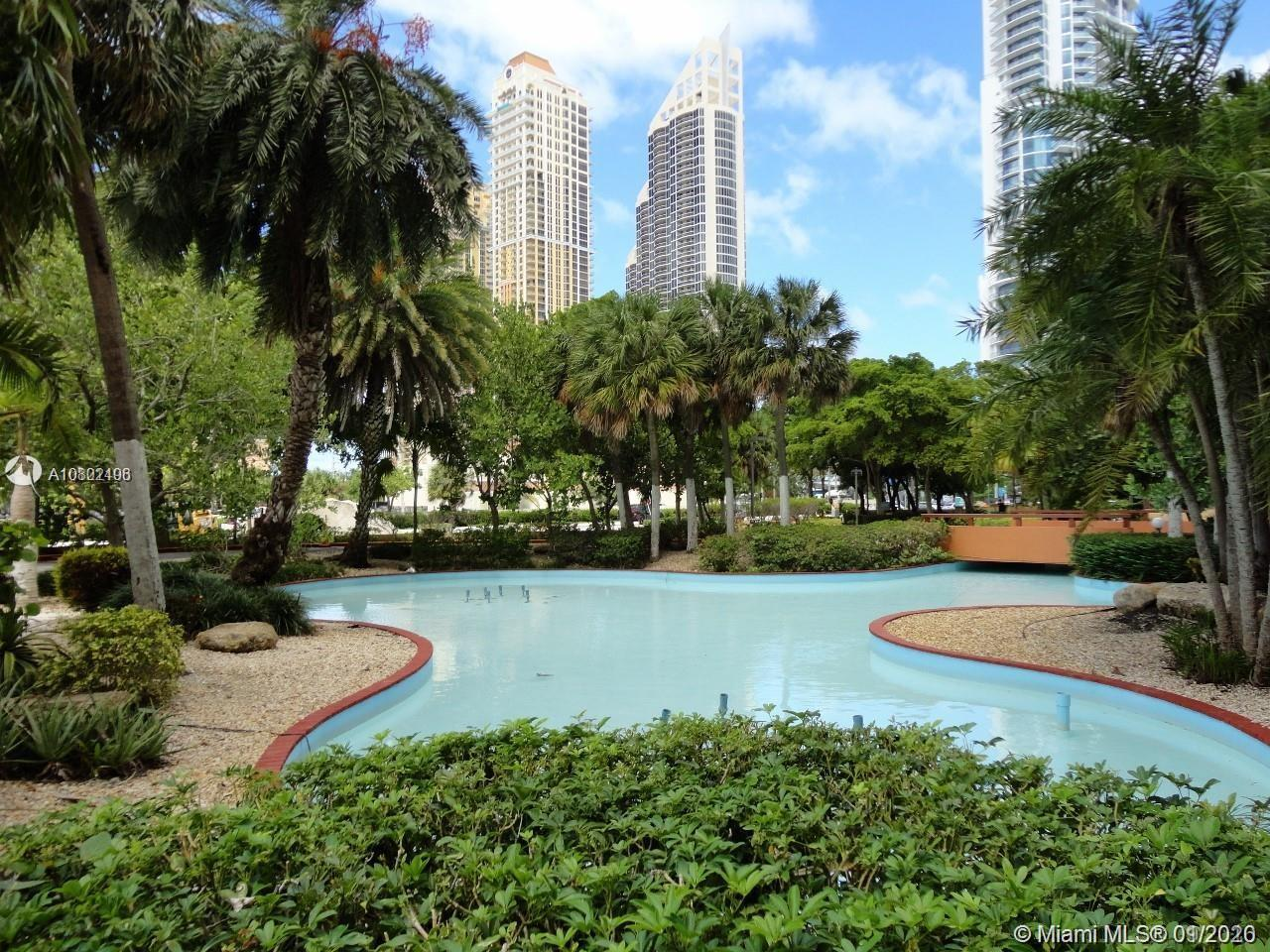 Winston Towers 600 Sunny Isles Beach. One Bedroom/ One and Half bathroom. Large Balcony. Bright, cle