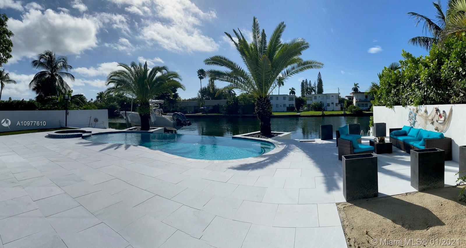 The Must Beautiful Remodeled Waterfront house in Miami Beach. Lots of space in this 4 bedrooms,3 Ful
