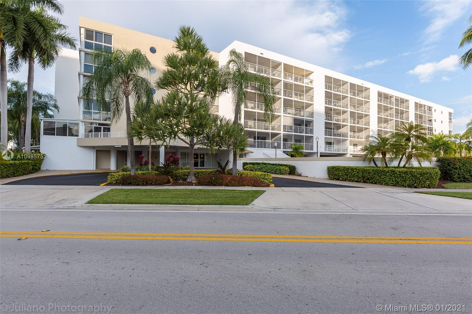 Back on market! Spacious unit in the heart of Sunny Isles Beach! Fully furnished, short-term rentals
