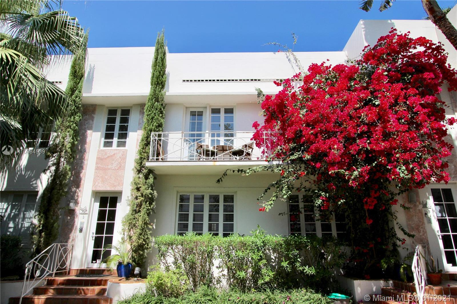 Extremely spacious ONE OF A KIND 3 bedroom TOWNHOUSE in Murray Dixon Art Deco Bldg. Direct entrance