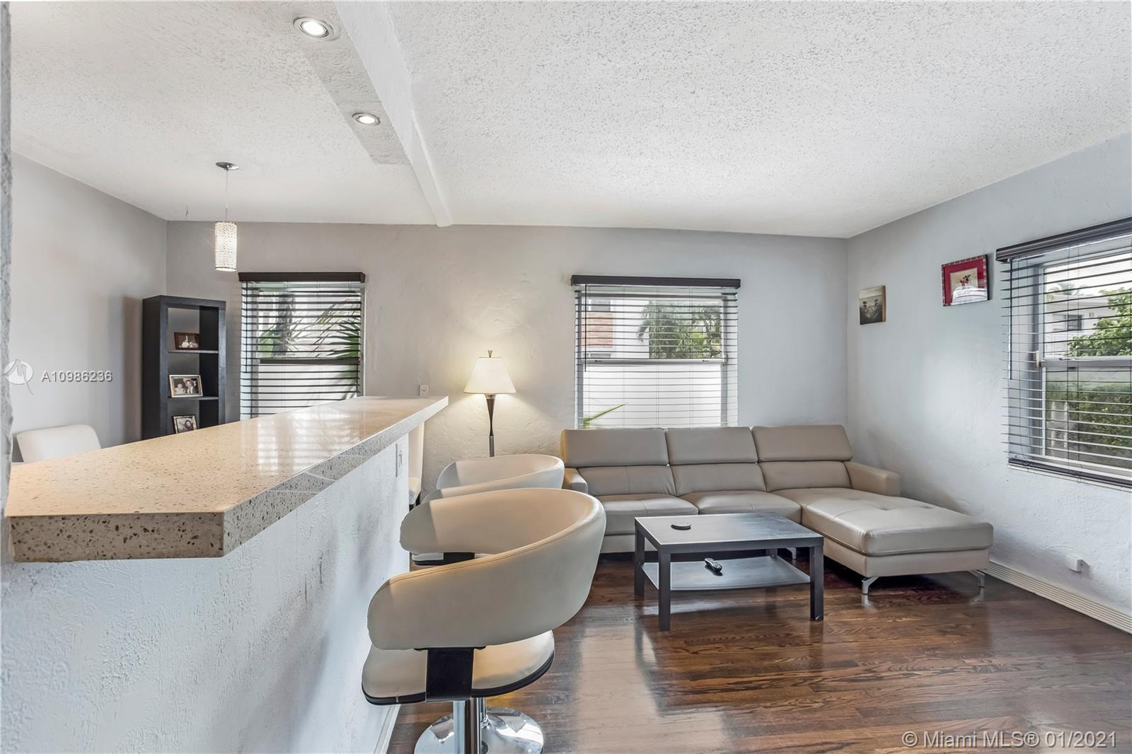 Great opportunity to own a unique Art Deco property in a boutique building. The apartment is one bed