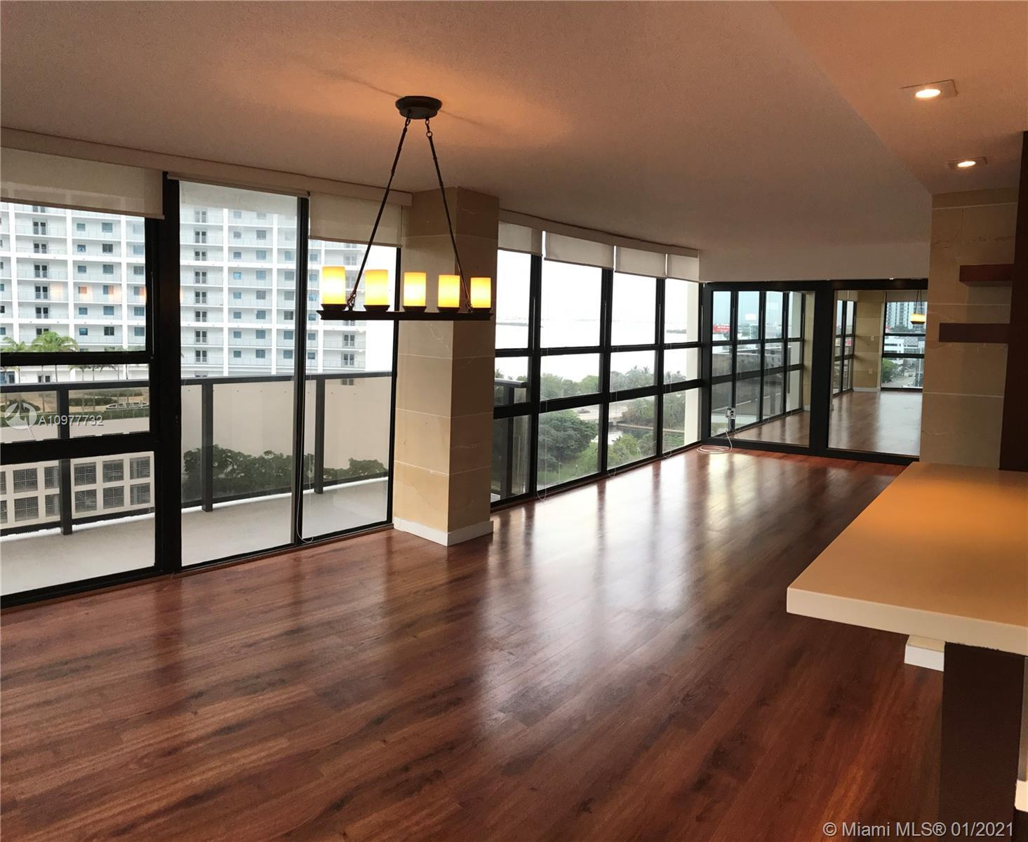 Spectacular 1BR/2BA unit in Charter Club. Centrally located in Edgewater, close to Midtown, Design D
