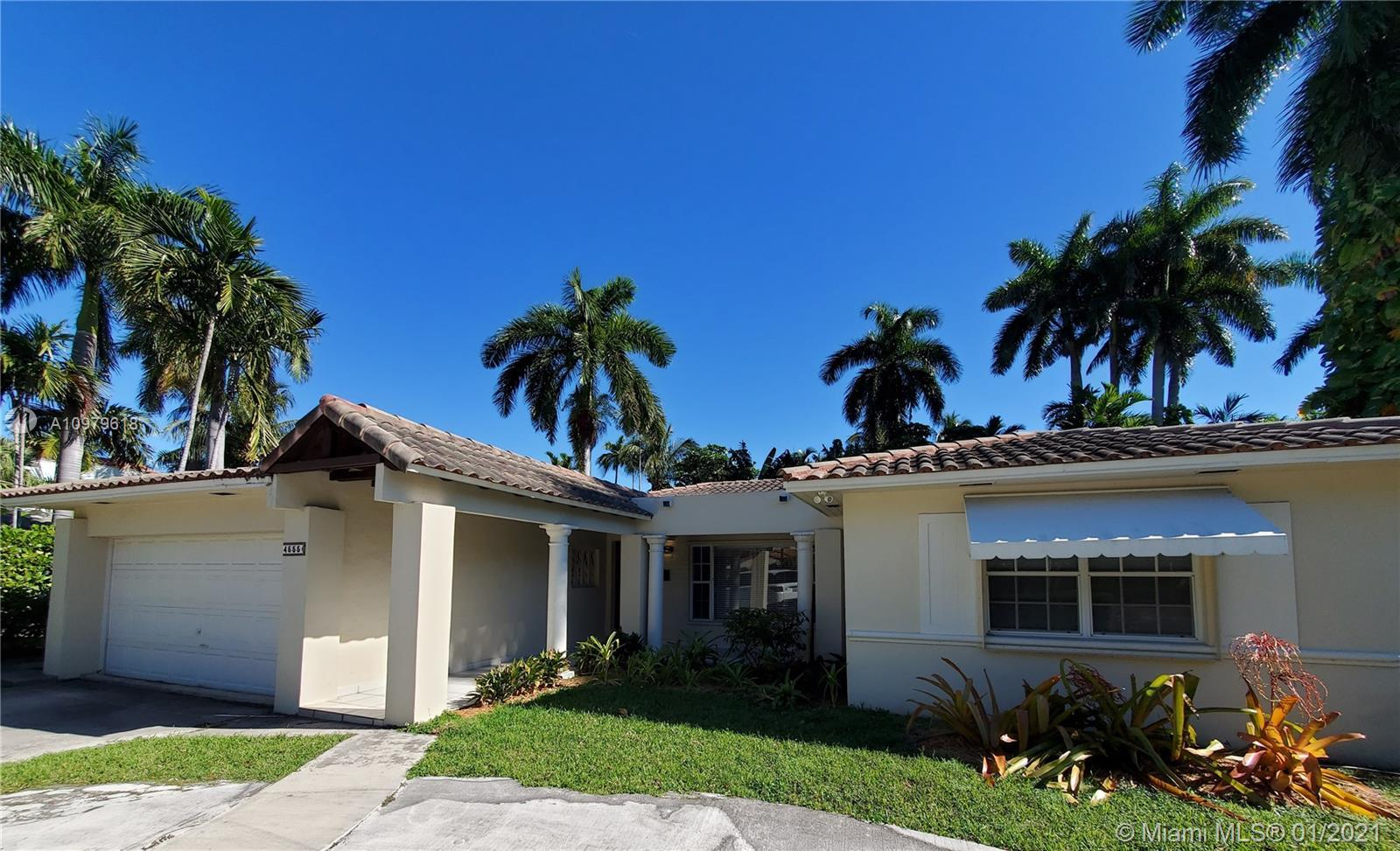 Charming 4/4 only a few miles away from the ocean.  Beautiful florida room with high vaulted ceiling