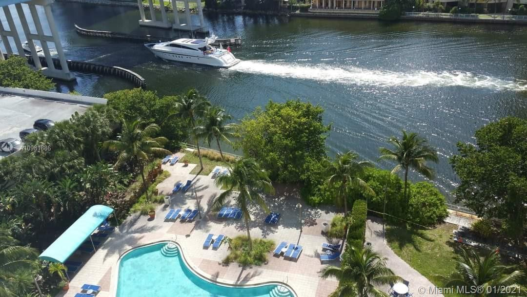 A very nice large one bedroom, with a beautiful intercoastal view. the unit has wood floors. Many cl