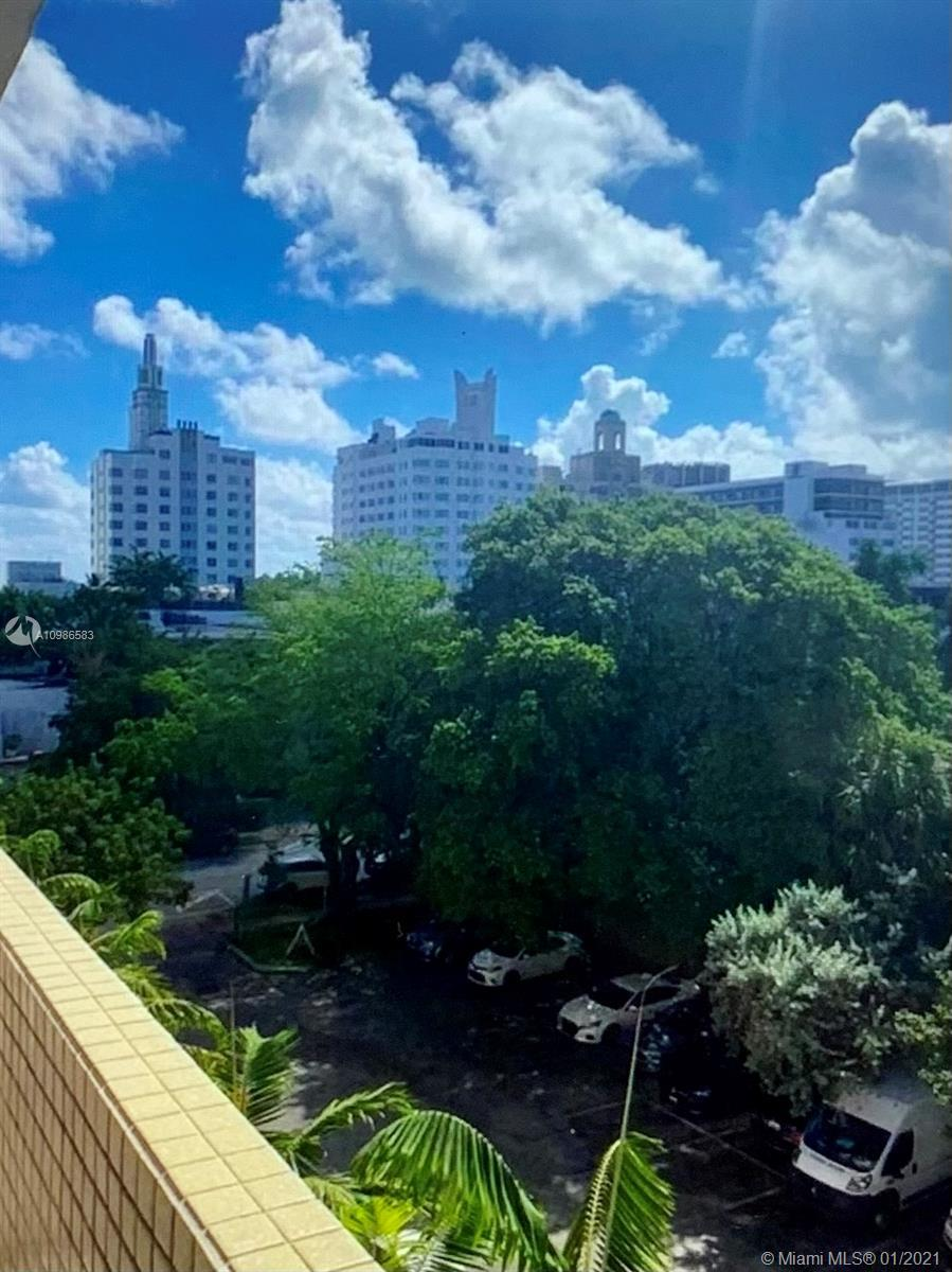 Condo corner unit in south beach with balcony for an incredible price. Steps from Lincoln road, the