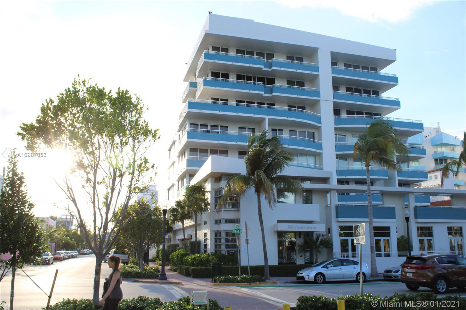 GORGEOUS PANORAMIC DIRECT OCEAN VIEWS and south pointe, Ocean Drive, and the Miami Skyline. This SE