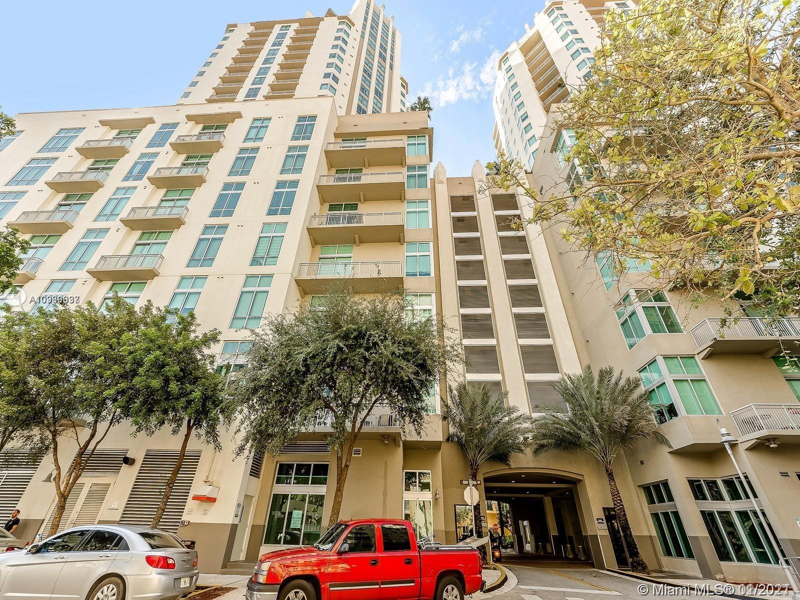 Live in a Resort-Style High Rise! Gorgeous 3 Bedrooms, 2 Bathrooms Condo on the 20th Floor in Metrop