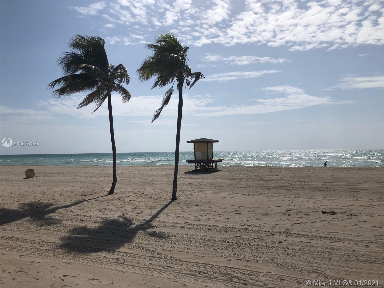 BEAUTIFUL UNIT WITH DIRECT OCEAN VIEWS. 2 BEDROOMS 2.5 BATHROOOMS +DEN. CAN BE EASILY TURNED INTO A