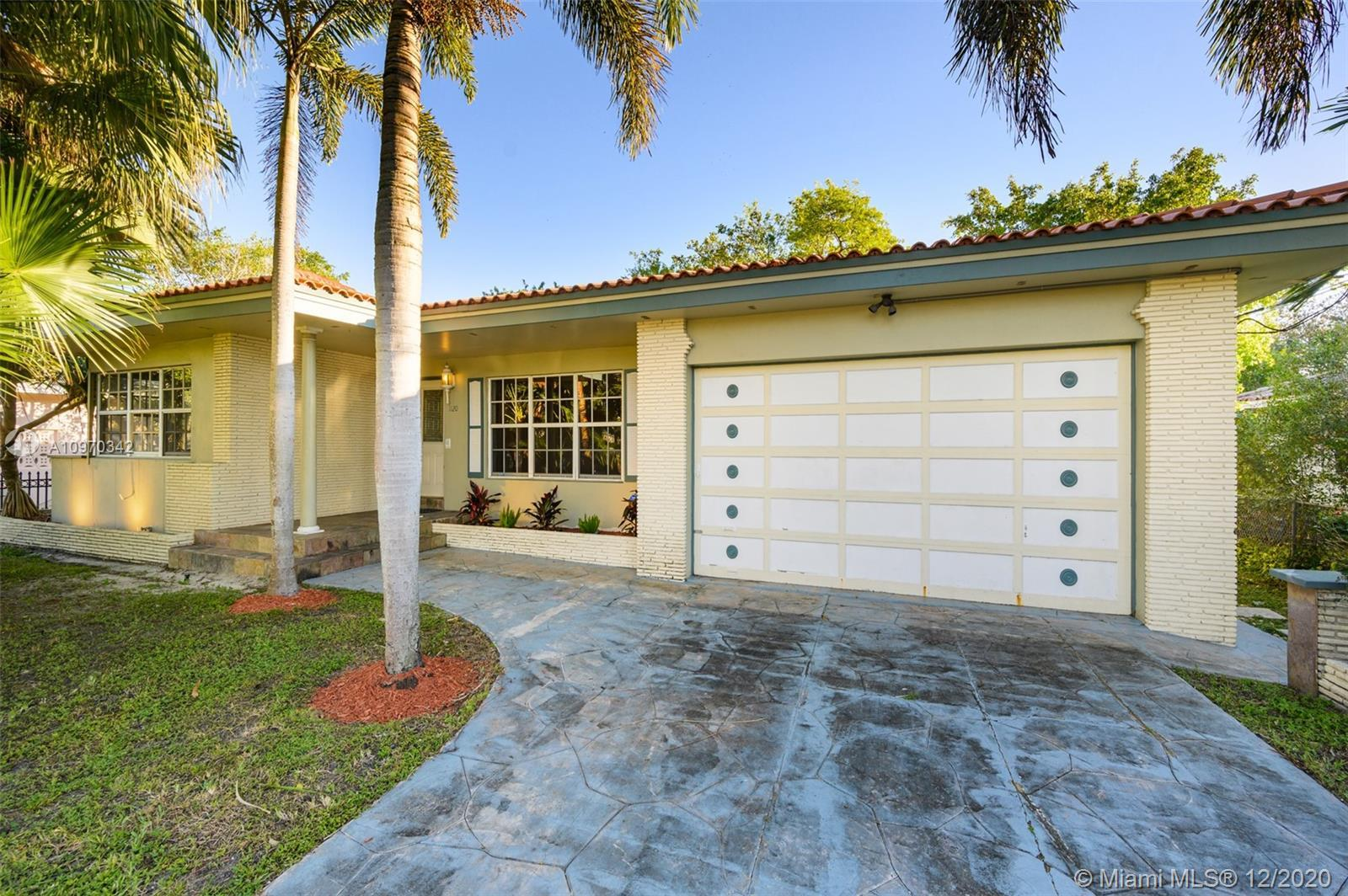 SELLER IS OFFERING A 3.5% CREDIT TOWARDS BUYER'S CLOSING COSTS! A beautifully maintained andspaciou