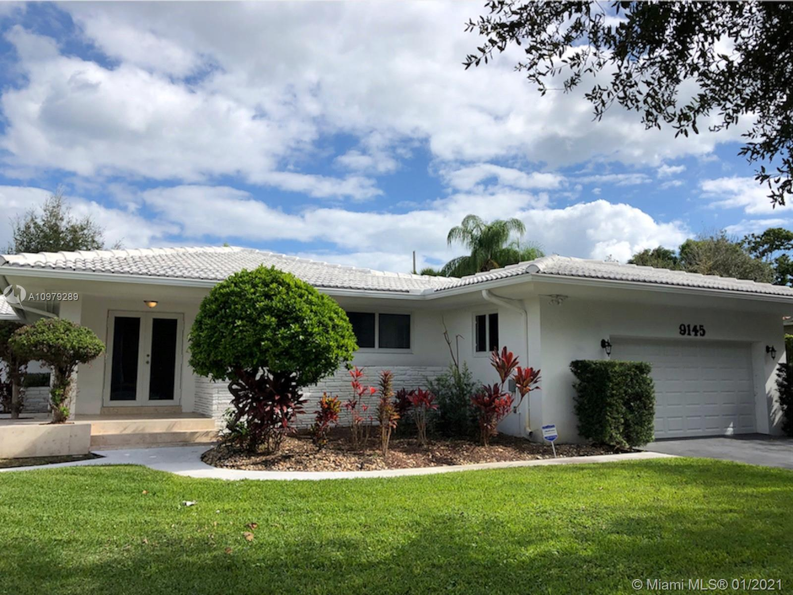 Recently renovated Miami Shores home made to entertain. Open floorplan with lots of natural light. O