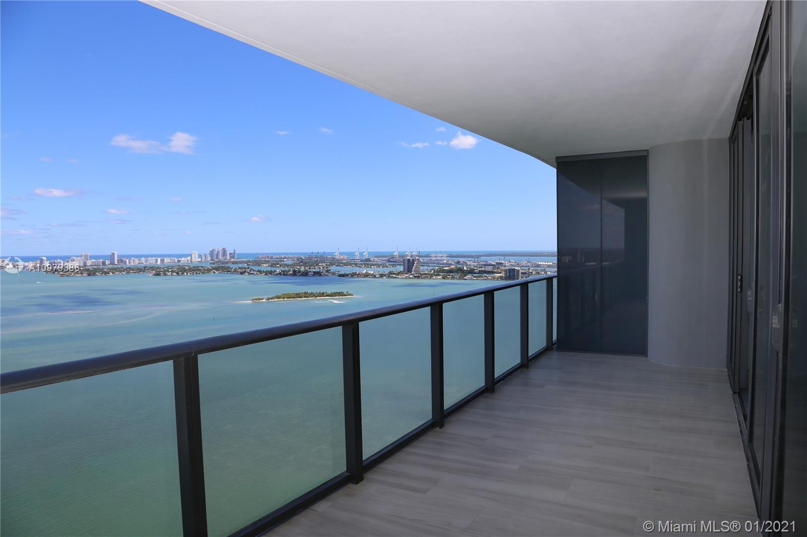 Beautiful, modern & luxurious 1bed+den/1.5Bath (1124 SQFT) in prestigious One Paraiso. Unit features