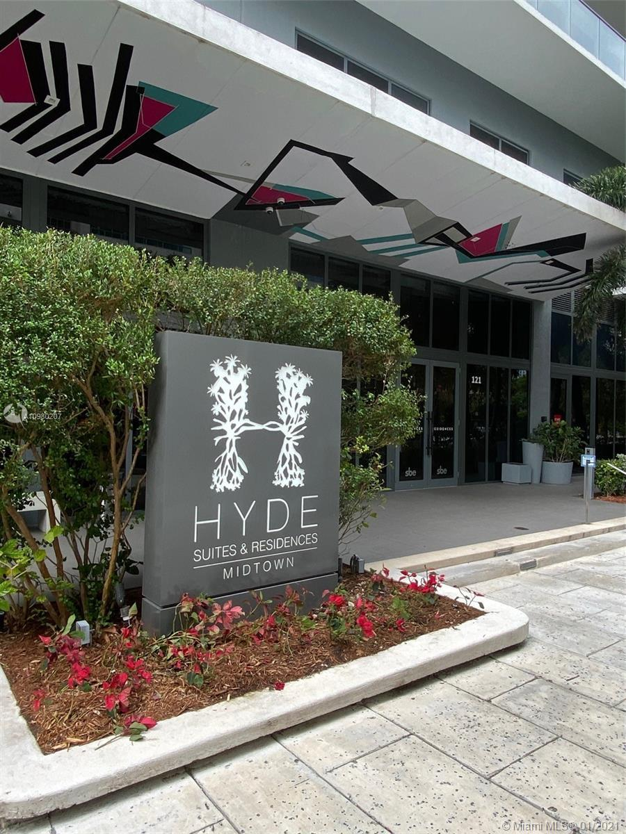 The Beautiful 1 Bed + Den, 1 Bath, in the great area in Hyde Midtown, high rise floor with huge balc