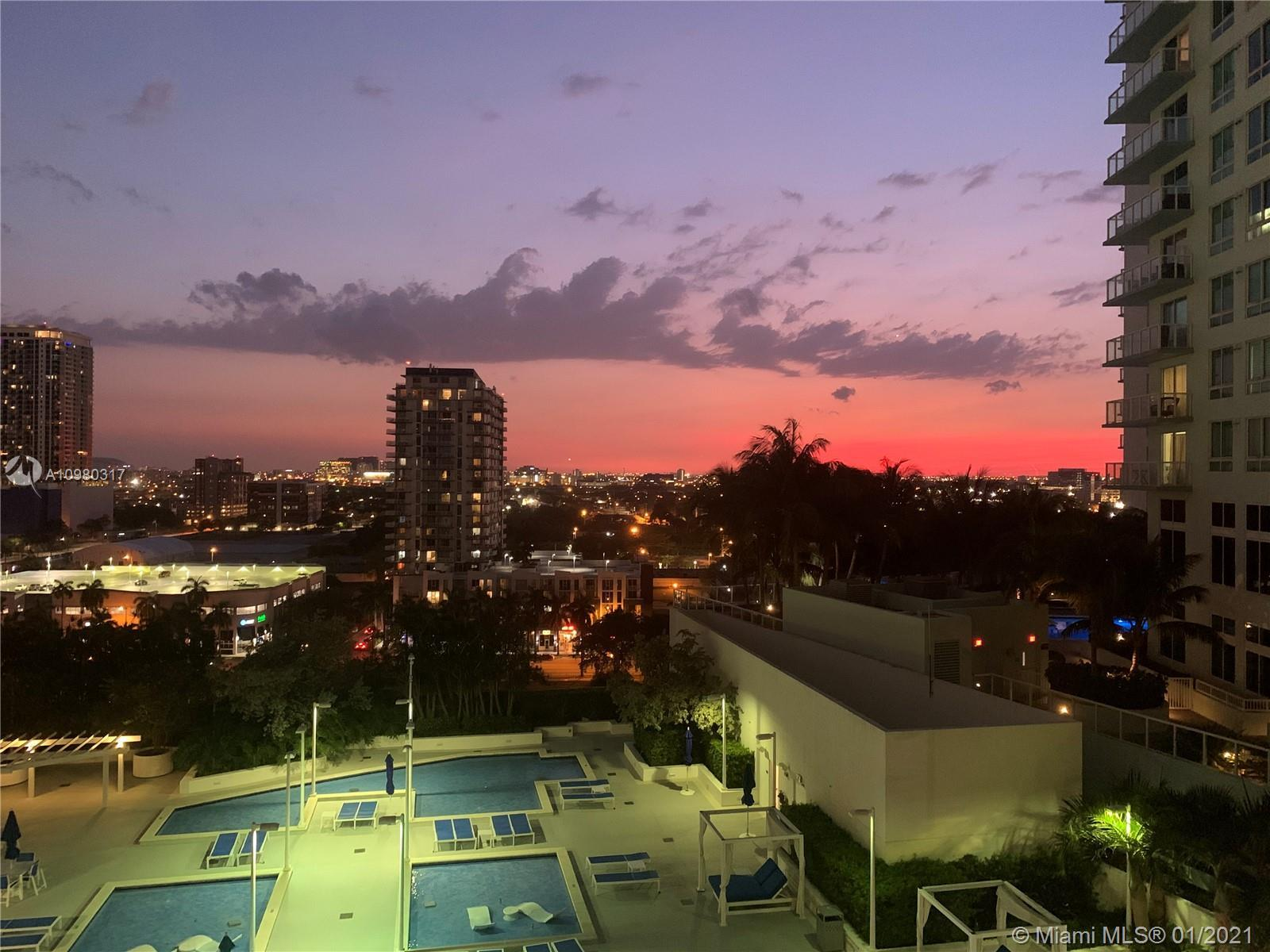 COME LIVE AT THE 1800 CLUB IN THIS BEAUTIFUL UNIT OVERLOOKING THE POOL AREA W/842 UNDER AC + 166 SQF