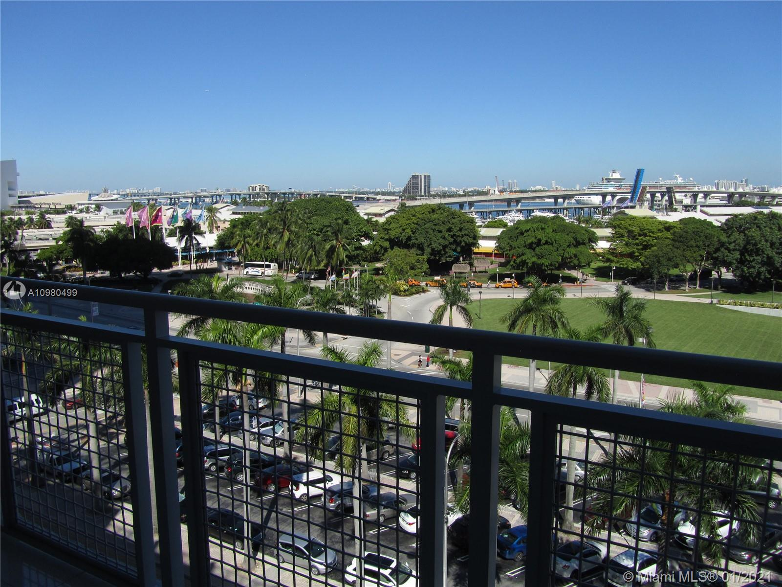 VIZCAYNE SOUTH, SOPHISTICATED URBAM CITY LIVING IN THE HEART OF DOWNTOWN MIAMI. UNOBSTRUCTED VIEWS O