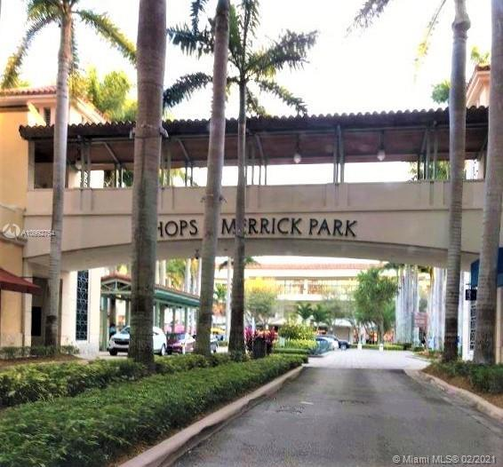 Coral Gables premier location.Wood like floors & black granite kitchen counters. Wood cabinets. 2 Bd
