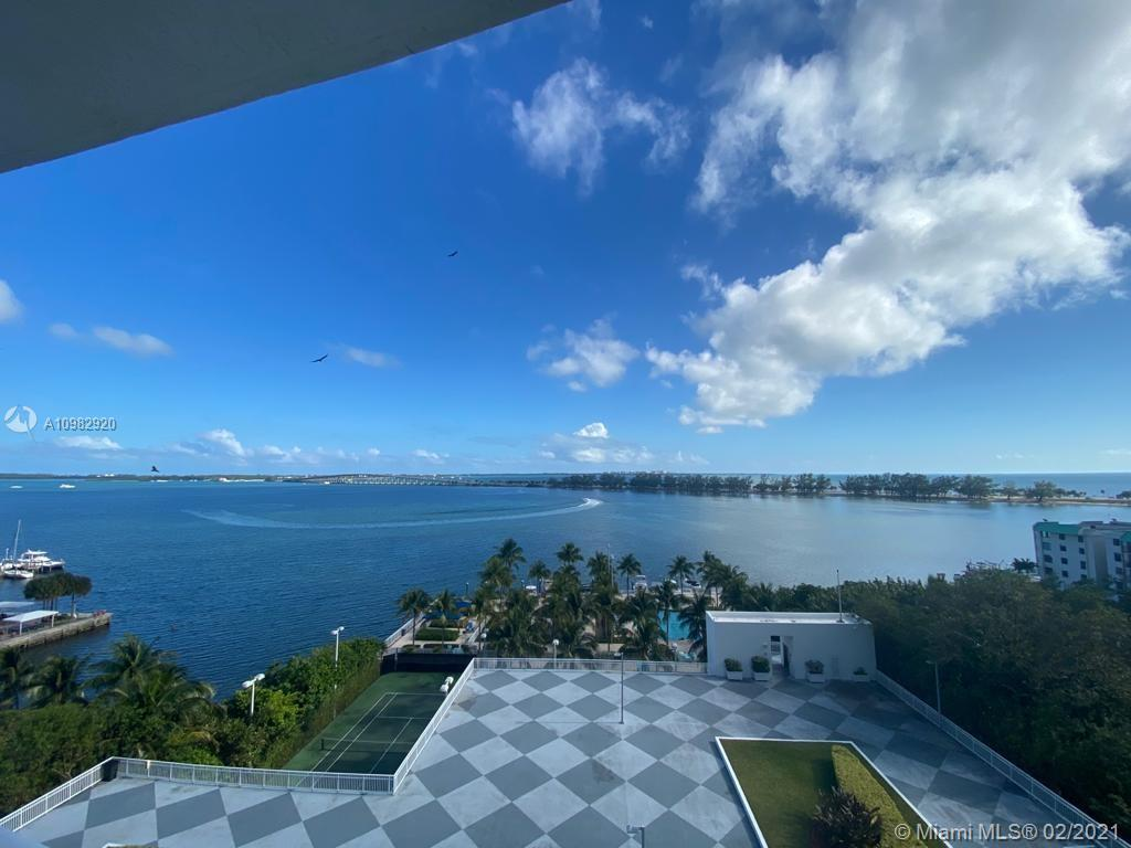 Gorgeous corner unit with endless water vistas in the best line in the building. Spacious + Bright +