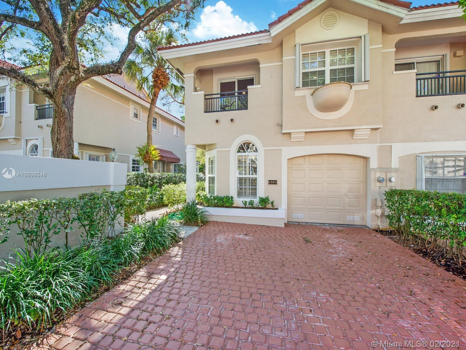 Sutton Place, perfectly located in the Village of Pinecrest. Two story townhouse, End unit, 3 bedroo