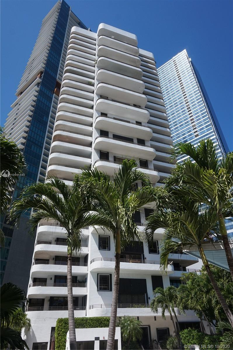 Sophisticated 2-bedroom residence in iconic boutique building in Brickell. Double doors and foyer le