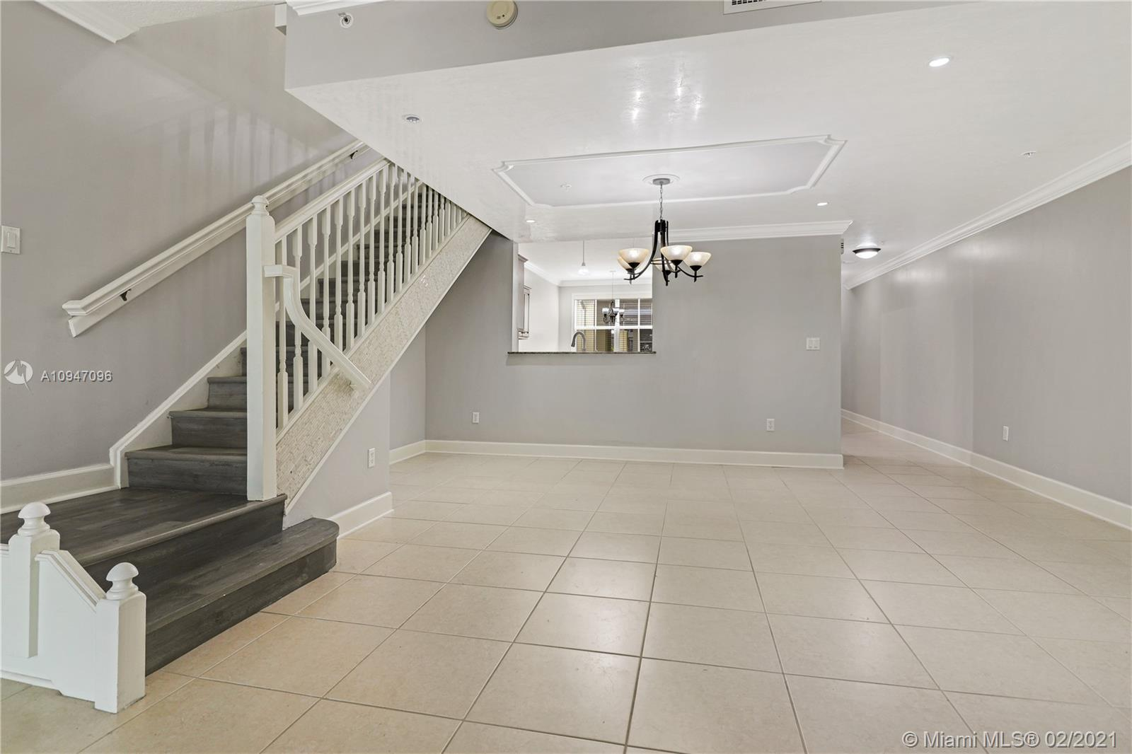 UNIT RENTED! for investors Luxury 3br/2.5ba townhouse condo in a corner location in The Reserve of