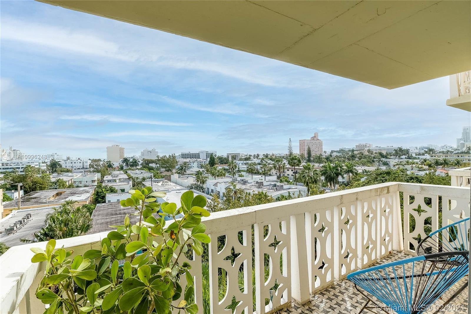 A rare combination of high-rise views in a peaceful setting on the best street in South Beach. Large