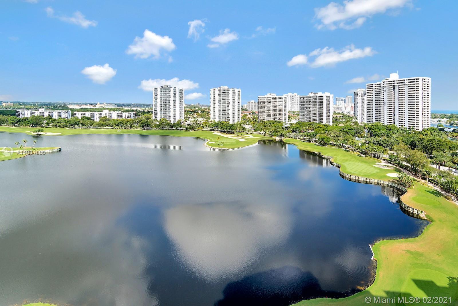 Delightful 3bed/3baths unit on the 11th floor, with spectacular Golf views. Prestigious building loc