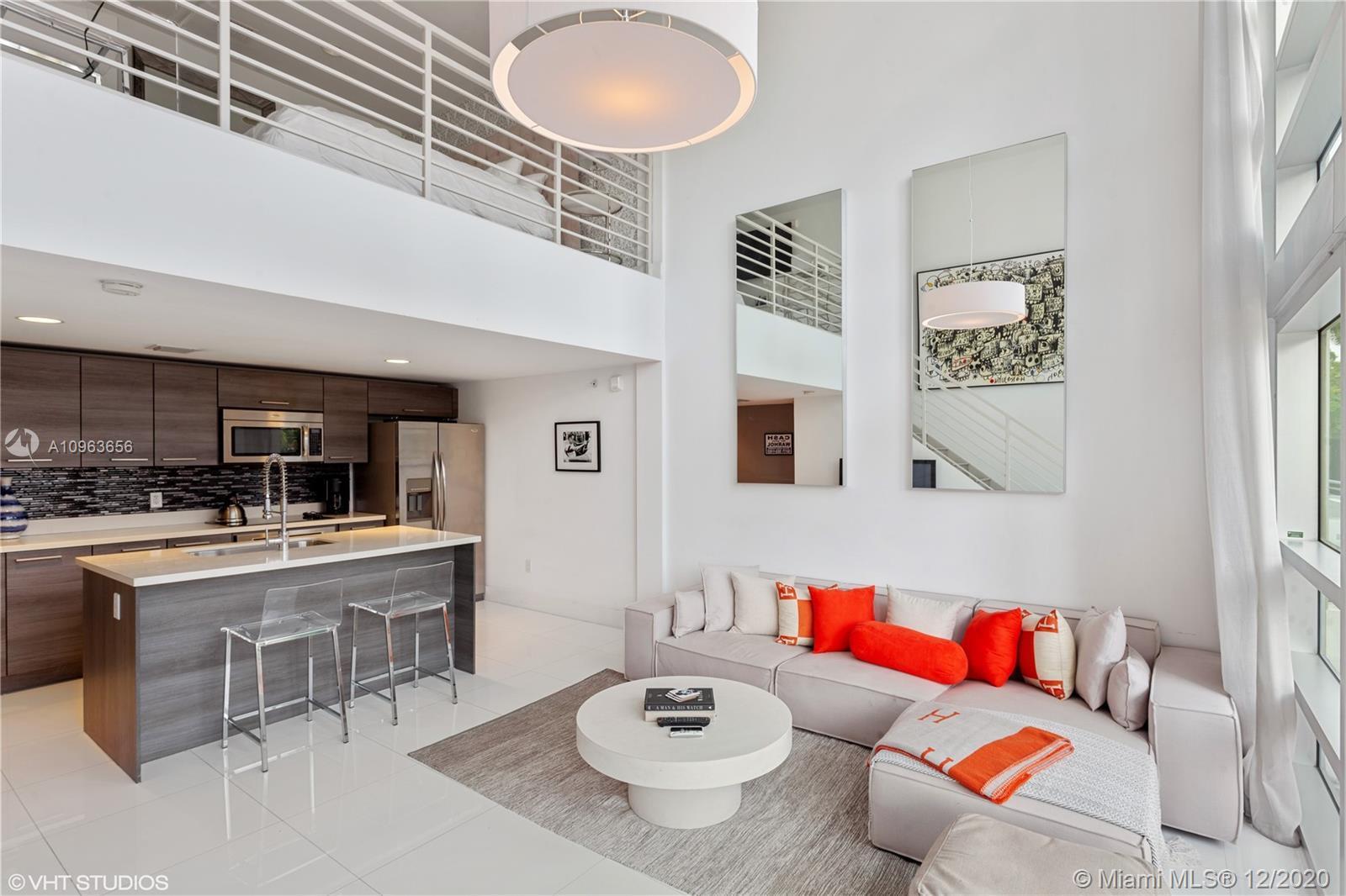 Spacious modern 1 bedroom loft in the heart of South Beach(SOFI). Boutique luxurious living, walk ri