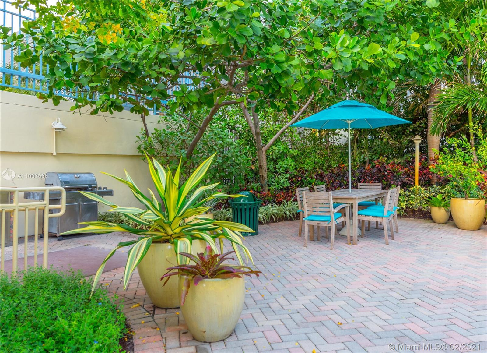 WALK OR BIKE ANYWHERE FROM THIS OCEANFRONT BEAUTY LOCATED IN THE HEART OF SOUTH BEACH! COMFORT BEST
