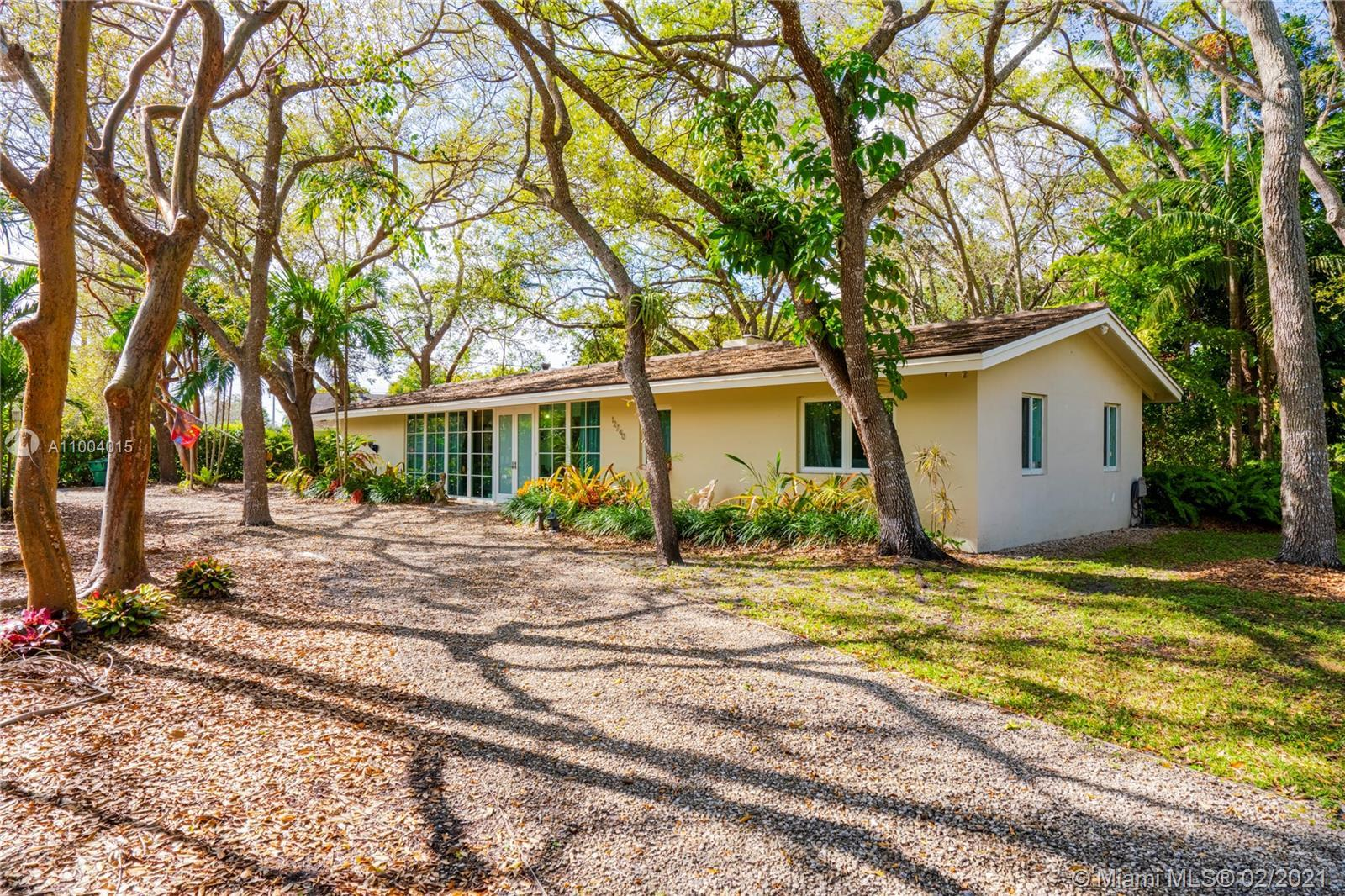 **PRESTIGIOUS PINECREST** GORGEOUS HOME & PROPERTY ON A BEAUTIFUL CORNER 1/2 ACRE LOT WITH MATURE &