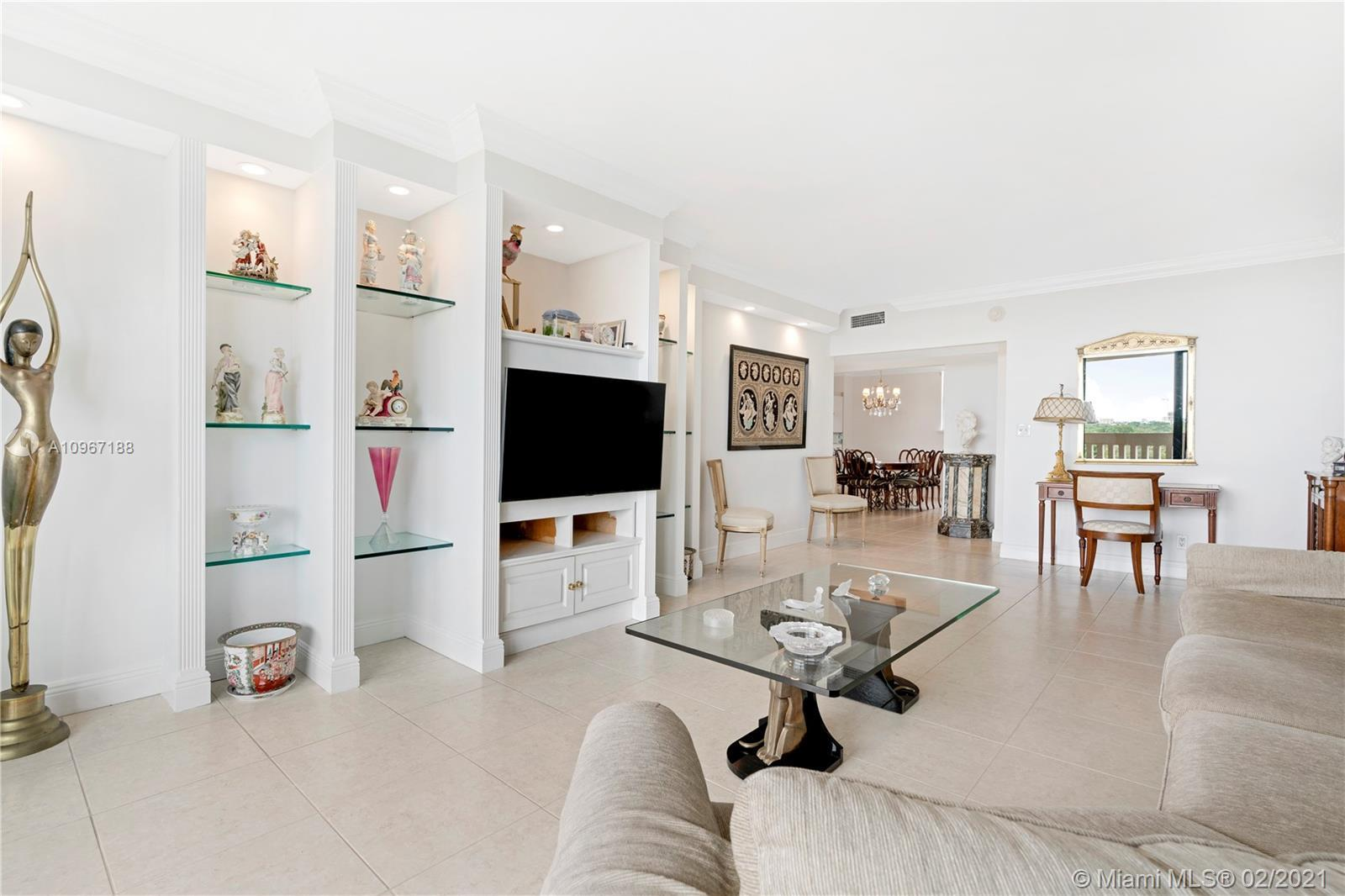 Situated alongside the scenic Coral Gables Waterway, you will find this 2/2.5 corner unit at 90 Edge