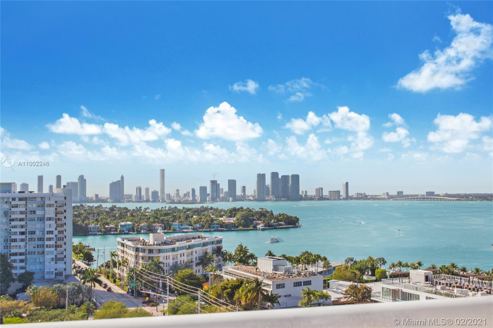 A boutique luxury condominium located on the exclusive Venetian/Belle Isle.  Surrounded by community