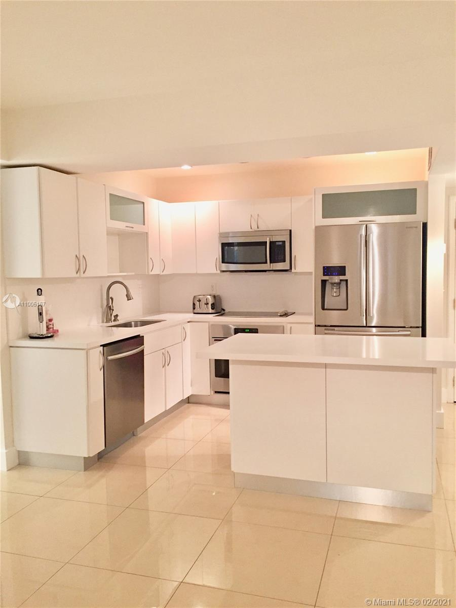 Amazing and spacious apartment. 2 bedrooms and 2 bath + den. wonderful view to the intracoastal and