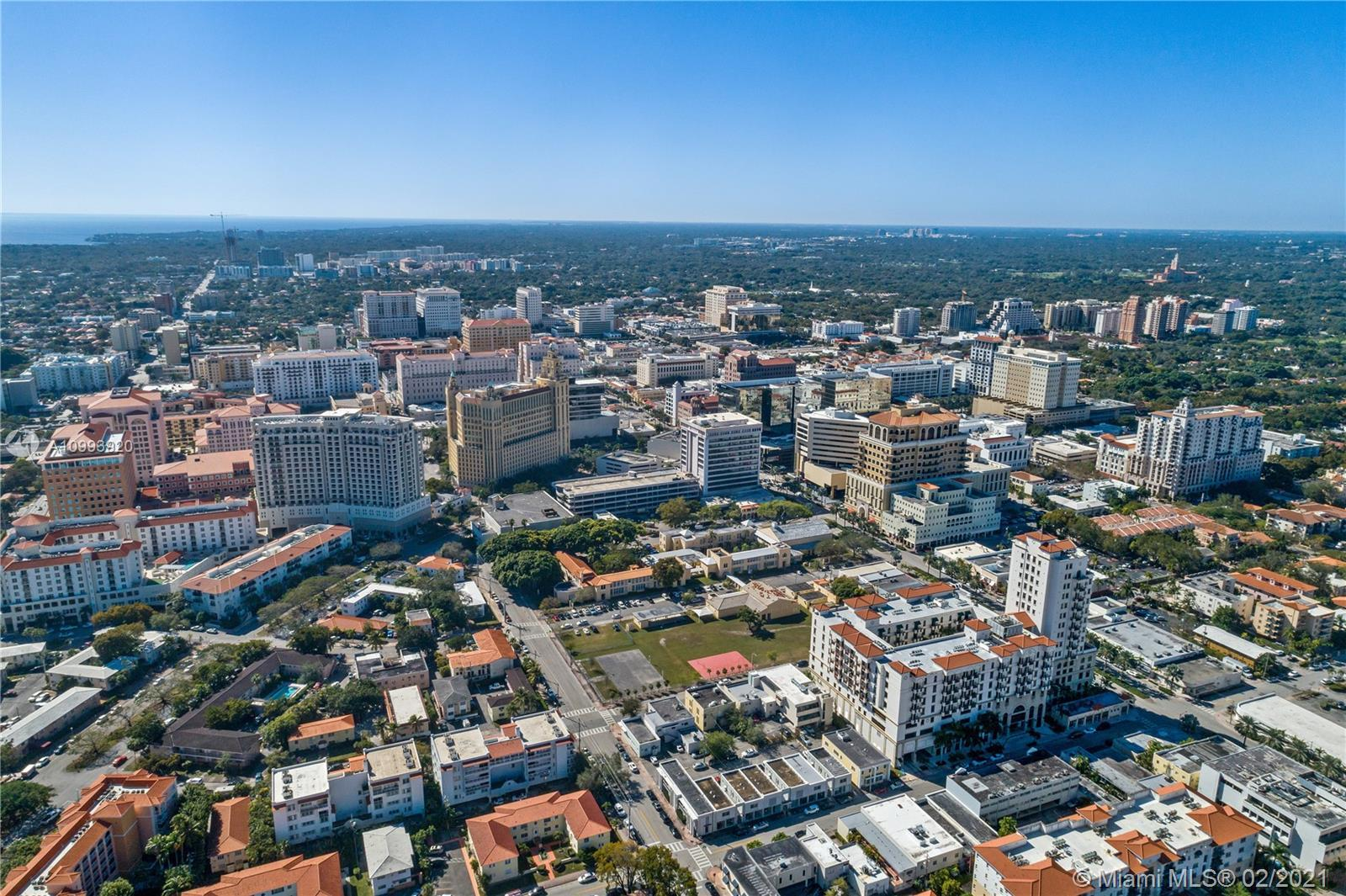 Bright & Beautiful condo located in the heart of Coral Gables. Ponce Tower is an elegant building th
