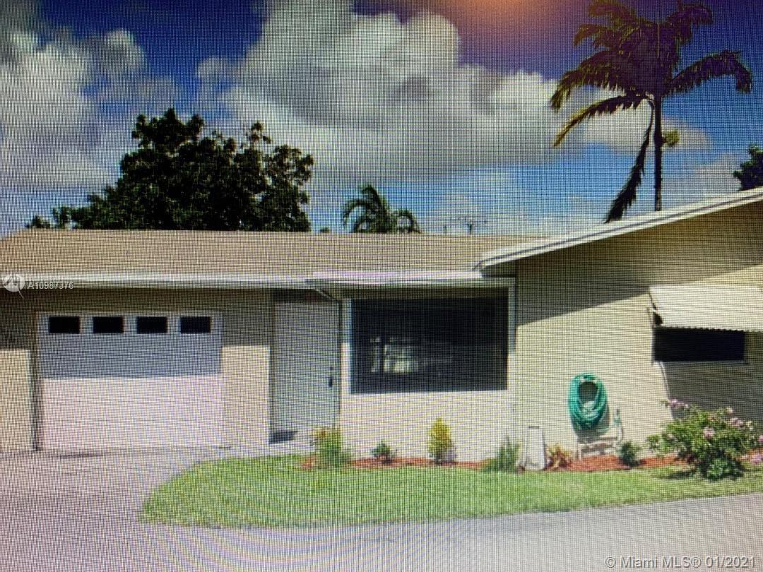 Beautiful home 2/2, 1 car garage and screened front porch located in Natura. This home offers stainl