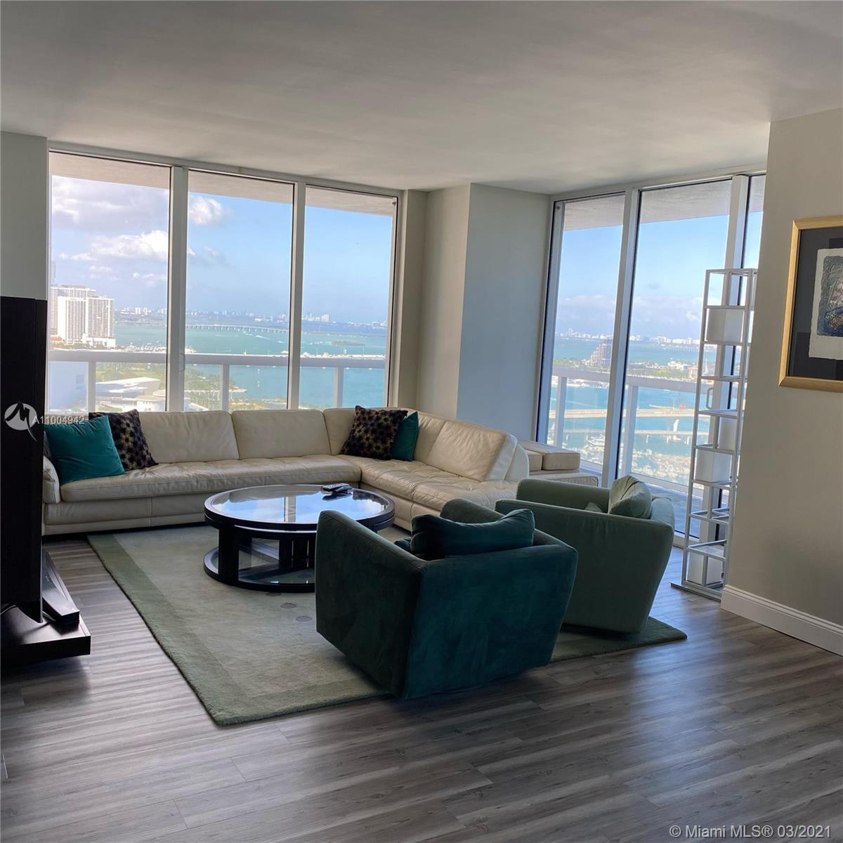Spectacular Apartment overlooking the Biscayne Bay, Bayfront Park, Miami Port, South Beach, Key Bisc