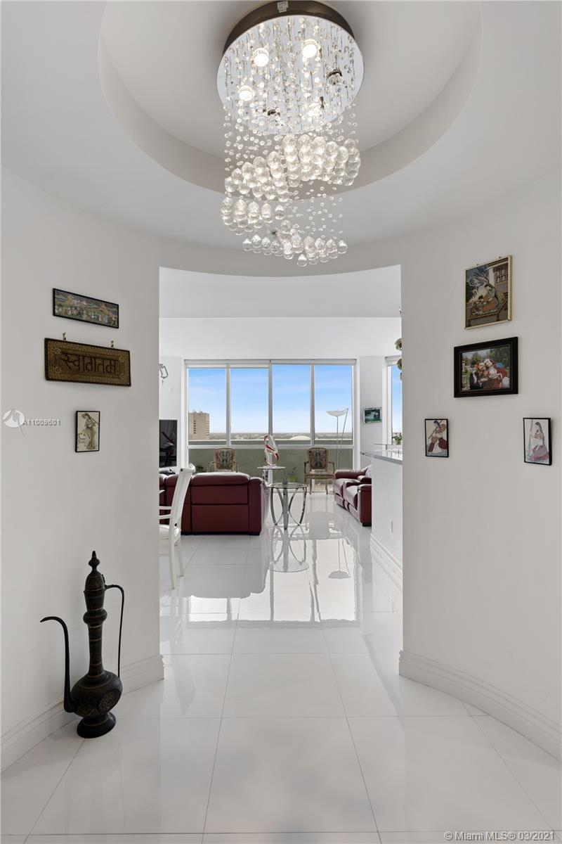 Rarely available 3 bedroom corner unit , in the heart of Downtown Miami. Unobstructed views of Bisca