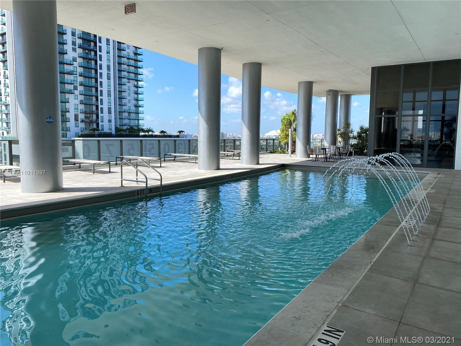 PRICED TO SELL. Amazing Brand New Unit with Stunning layout in the luxury Canvas Condominium, Modern