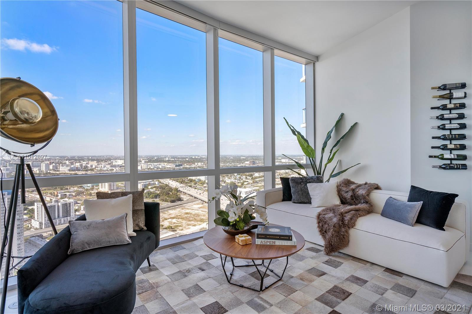 AMAZING unit 1 bed+ 1 den 2 full bath.1254 sql, open balcony, 10 foot ceiling with private entry foy
